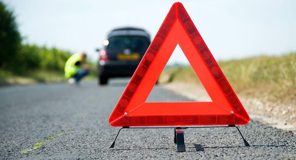 Czerwony trójkąt na drodze