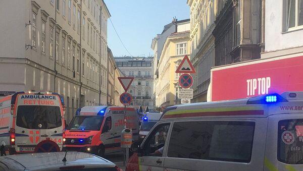 Karetki pogotowia na miejscu wybuchu w Wiedniu - Sputnik Polska