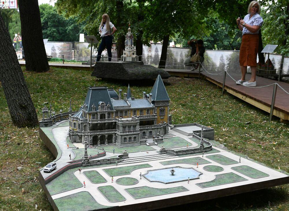 """Makieta Pałac Massandrowskij na wystawie """"Rosja w miniaturze w parku Carycyno"""