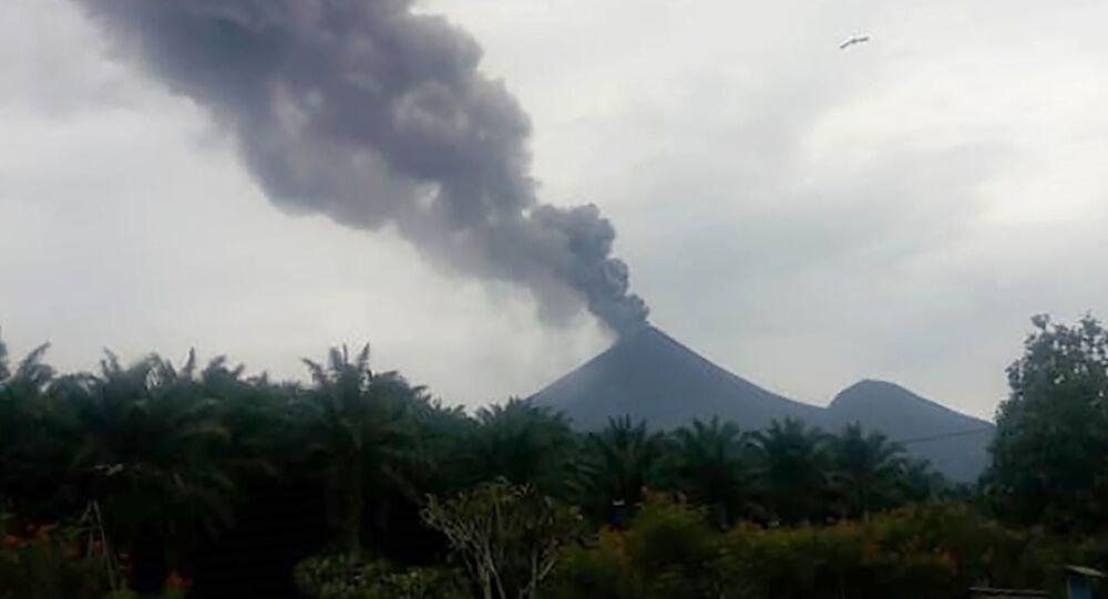 Erupcja wulkanu Ulawun w Papui Nowej Gwinei