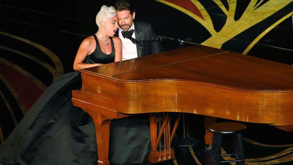 Lady Gaga i Bradley Cooper - Sputnik Polska