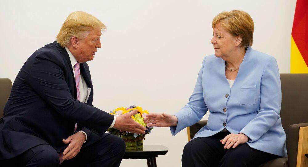 Prezydent USA Donald Trump i kanclerz Niemiec Angela Merkel podczas dwustronnego spotkania na szczycie przywódców G20 w Osace