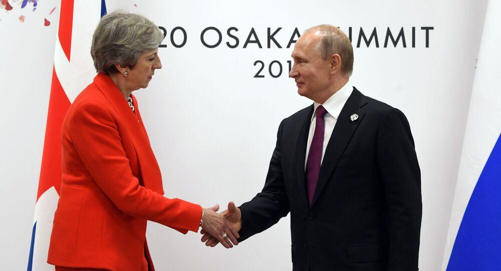 Prezydent Rosji Władimir Putin i premier Wielkiej Brytanii Theresa May podczas spotkania w kuluarach szczytu G20 w Osace