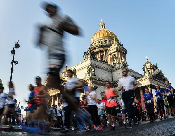 Uczestnicy biegu SPIEF Race w ramach Międzynarodowego Forum Ekonomicznego w Petersburgu - Sputnik Polska