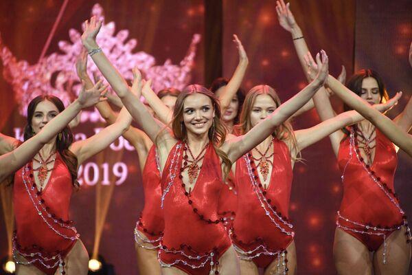 """Finalistki 25. Konkursu Piękności i Talentów """"Krasa Rosji 2019"""" w sali koncertowej Vegas City Hall - Sputnik Polska"""