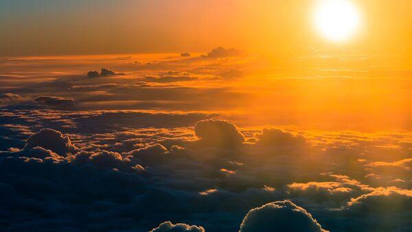 Chmury na niebie o zachodzie słońca - Sputnik Polska