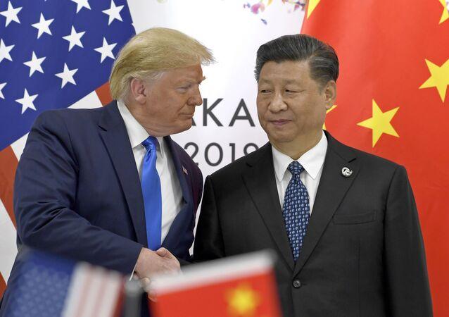 Prezydent USA Donald Trump i przewodniczący ChRL Xi Jinping na szczycie G20 w Osace
