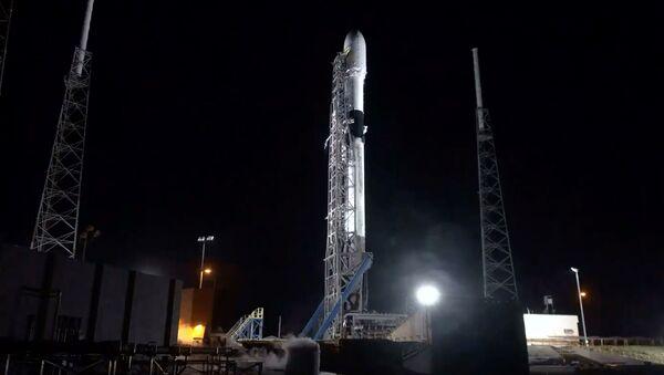 Rakieta nośna Falcon-9 firmy SpaceX z 60 satelitami - Sputnik Polska