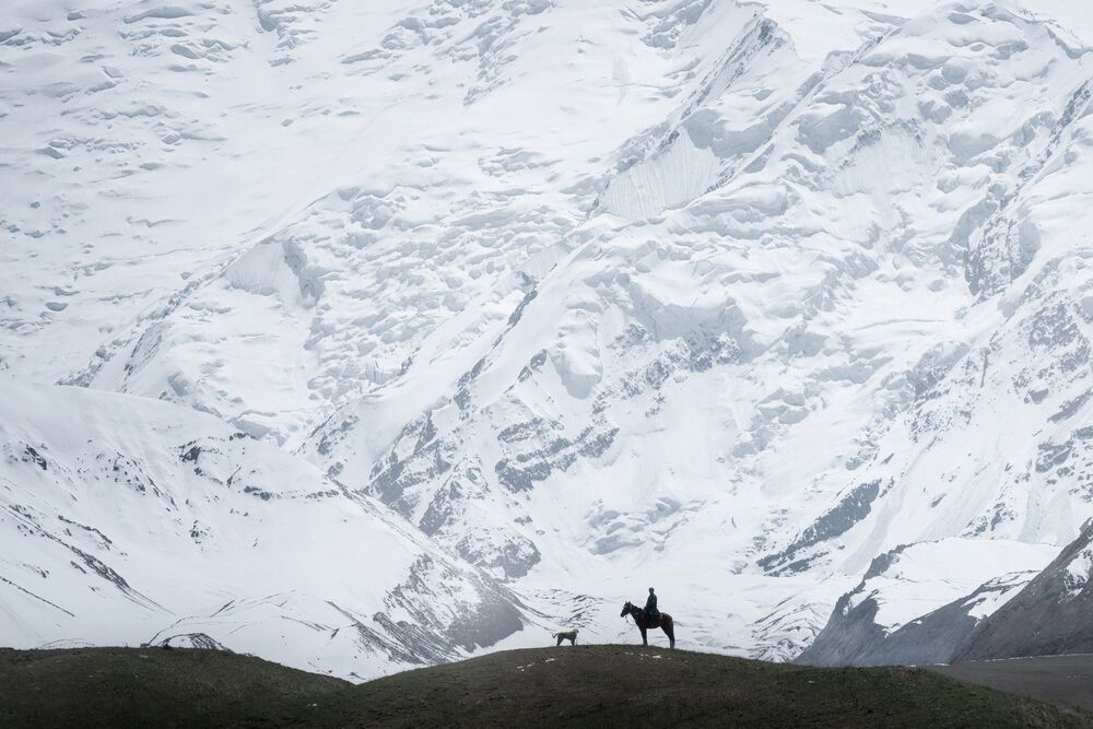 Pasterz na Szczycie Lenina w Kirgistanie