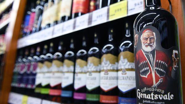 Gruzińskie wino na półkach rosyjskiego sklepu - Sputnik Polska
