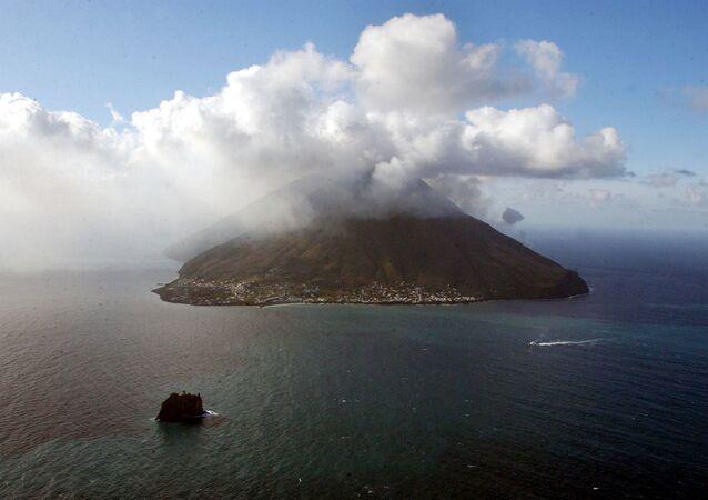 Erupcja wulkanu Stromboli, Włochy
