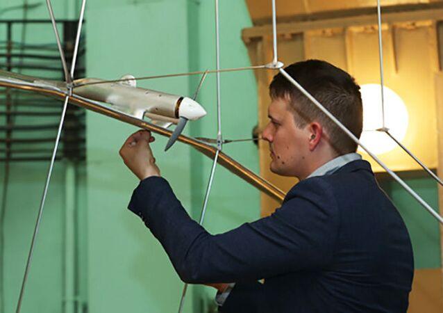 Bezzałogowy statek powietrzny, zasilany energią słoneczną z elektrycznym systemem napędowym