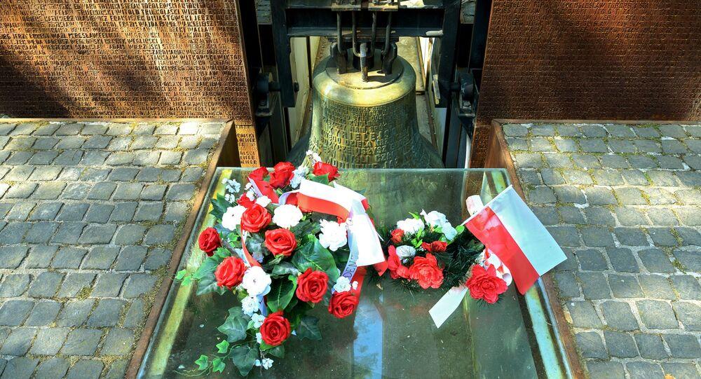 """Ołtarz w centrum polskiego cmentarza wojskowego kompleksu pamięci """"Katyń"""""""