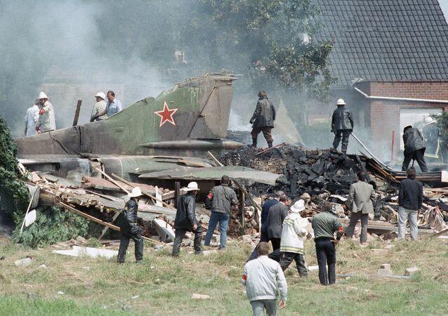 Tylna część radzieckiego MiG-a-23, który runął na dom w belgijskiej miejscowości Bellegem 4 lipca 1989