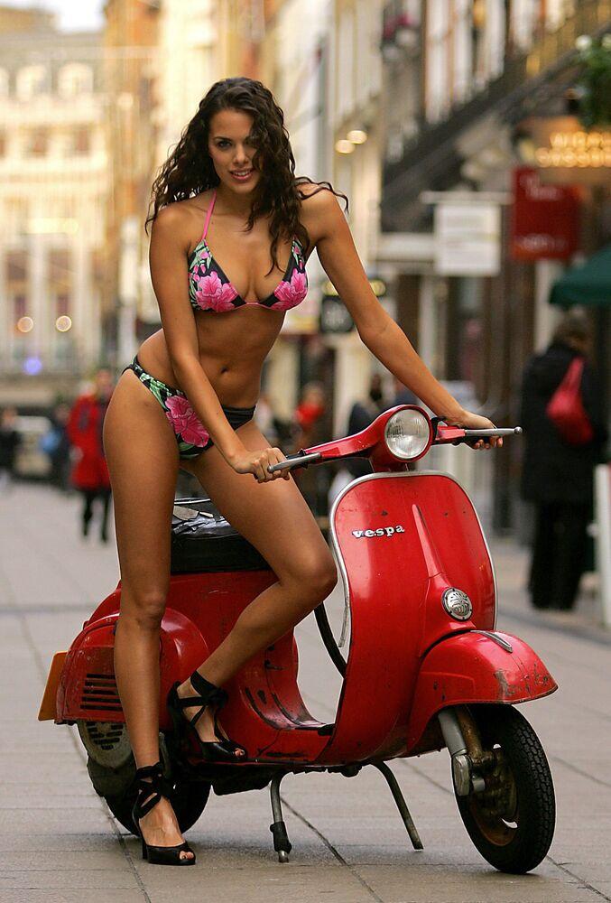 Brytyjska modelka w bikini
