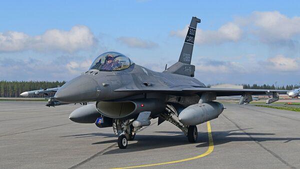 Amerykański myśliwiec F-16 - Sputnik Polska