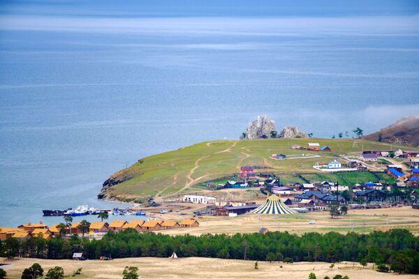 Wioska Chużir na wyspie Olchon nad jeziorem Bajkał w obwodzie irkuckim - Sputnik Polska