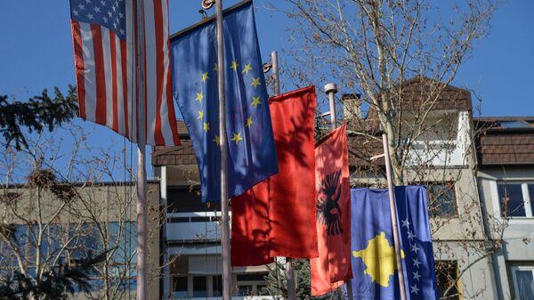 Flagi na święto niepodległości Kosowa - Sputnik Polska