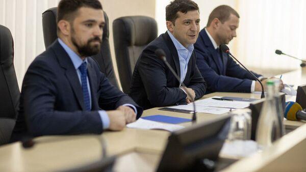 Prezydent Ukrainy Wołodymyr Zełenski na posiedzeniu w Użgorodzie - Sputnik Polska