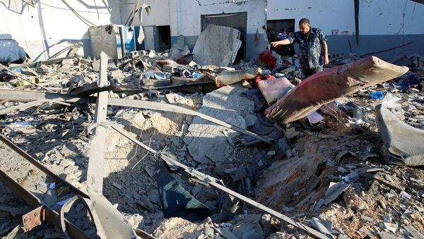 Zniszczenia po bombardowaniach w Trypolisie - Sputnik Polska