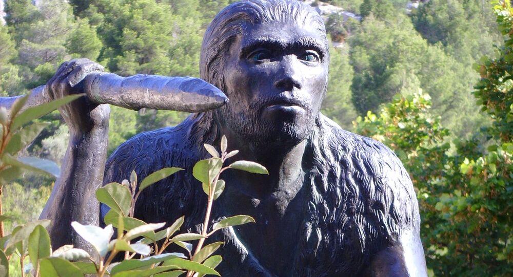 Rzeźba człowieka wyprostowanego (Homo erectus)