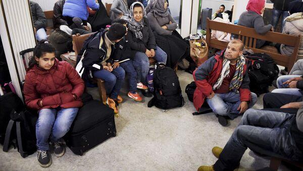Iraccy uchodźcy na stacji kolejowej Kemi na północnym wschodzie Finlandii - Sputnik Polska