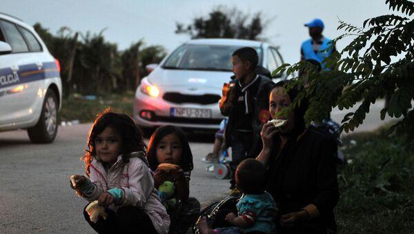 Uchodźcy na serbsko-chorwackiej granicy - Sputnik Polska