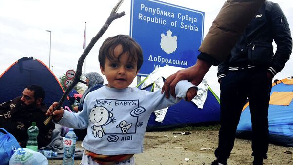 Uchodźcy na serbsko-chorwackiej granicy niedaleko Tovarnik - Sputnik Polska
