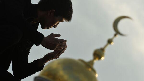 Muzułmanie podczas obchodów Id al-Adha w Moskiewskim Meczecie Katedralnym - Sputnik Polska