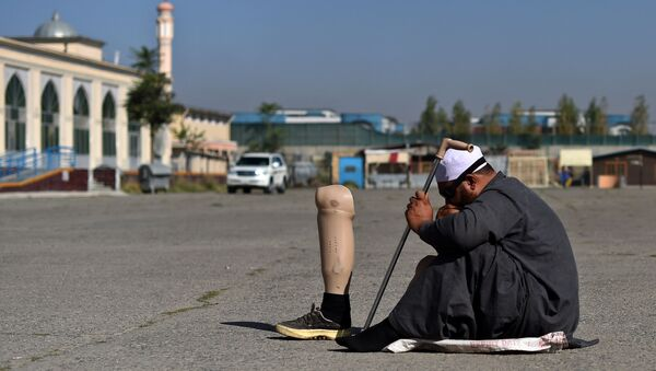 Afgański muzułmanin prosi o pieniądze na ulicy - Sputnik Polska