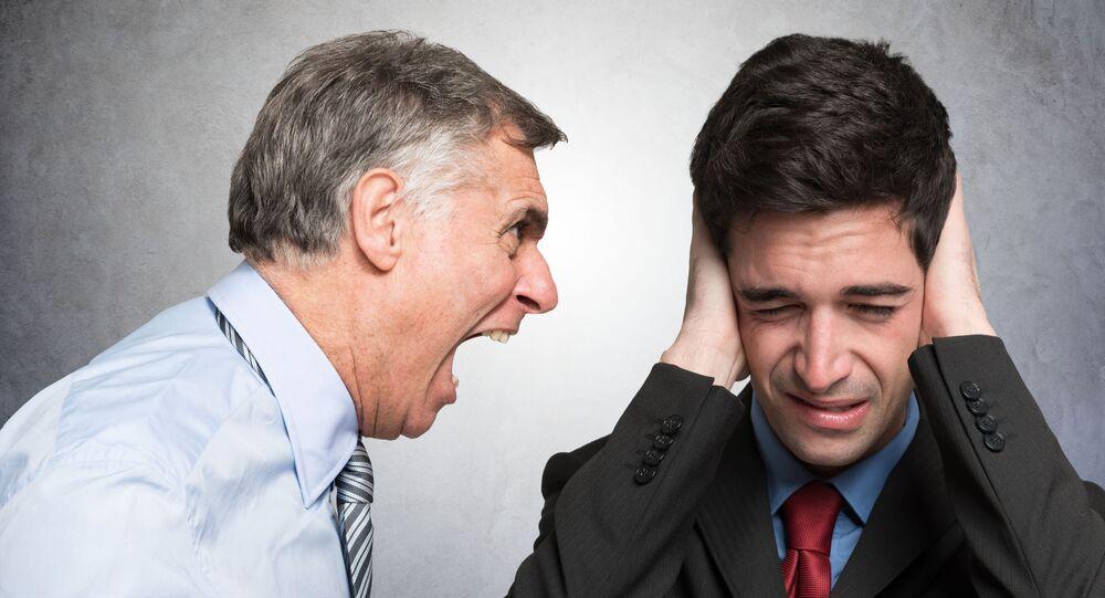 Szef krzyczy na pracownika