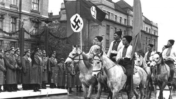 Parada ukraińskich nacjonalistów w Stanisławowie (obecnie Iwano-Frankiwsk), zdjęcie archiwalne 1941 - Sputnik Polska