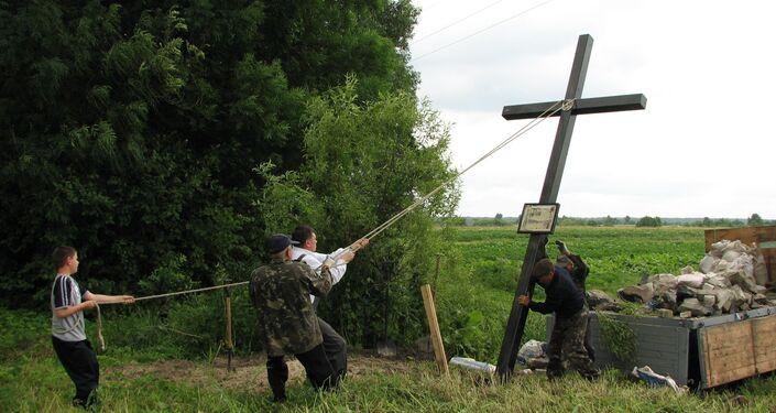 """""""Dół śmierci"""" we wsi Chołoniewicze na Ukrainie, gdzie była pochowana polska 5-osobowa rodzina, zabita w czasie Rzezi Wołyńskiej."""