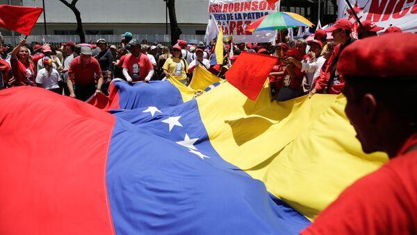Uczestnicy wiecu wsparcia dla prezydenta Wenezueli Nicolasa Maduro w Caracas. Zdjęcie archiwalne - Sputnik Polska