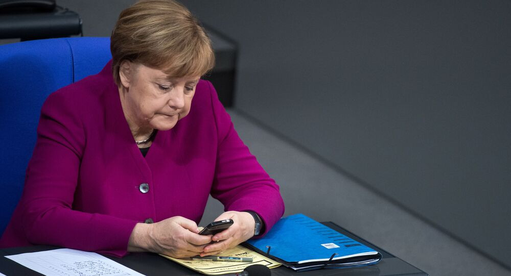 Angela Merkel z telefonem