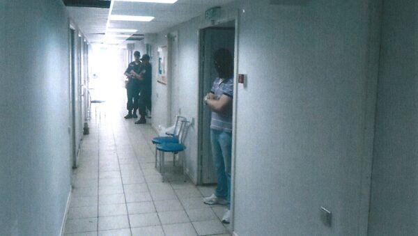 Korytarz więzienia na terenie lotniska w Mariupolu - Sputnik Polska
