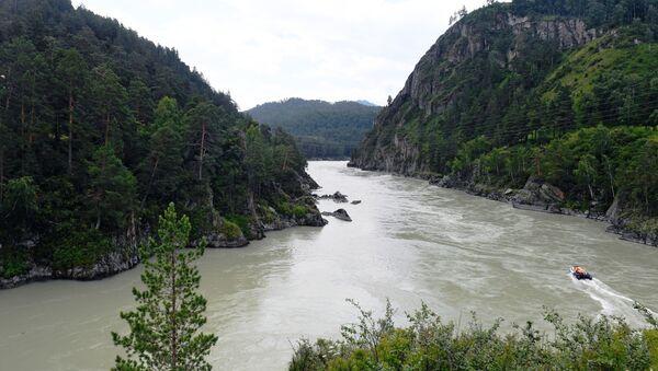 Rzeka Katuń w azjatyckiej części Rosji, w Republice Ałtaju - Sputnik Polska