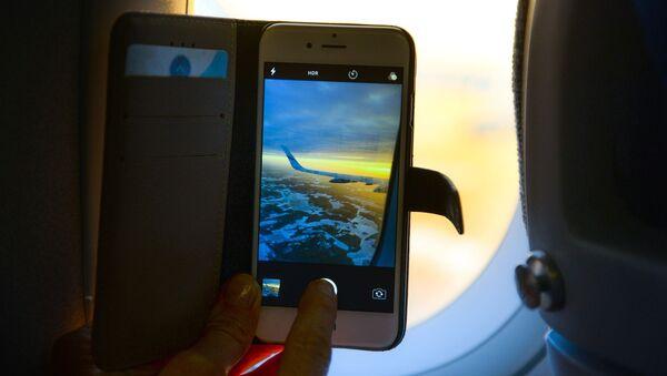 Smartfon w samolocie - Sputnik Polska