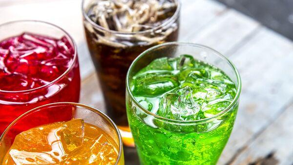 Napoje gazowane w szklankach - Sputnik Polska