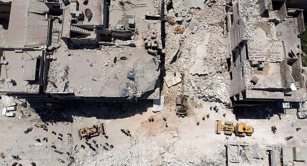 Poszukiwania ofiar po nalocie na Maaret al-Numan w prowincji Idlib w Syrii