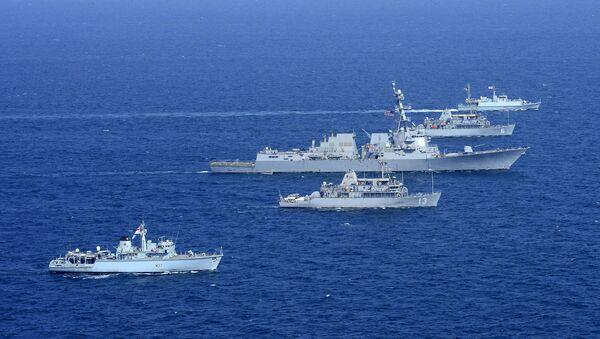 Okręty USA i Wielkiej Brytanii podczas manewrów w Zatoce Perskiej  - Sputnik Polska