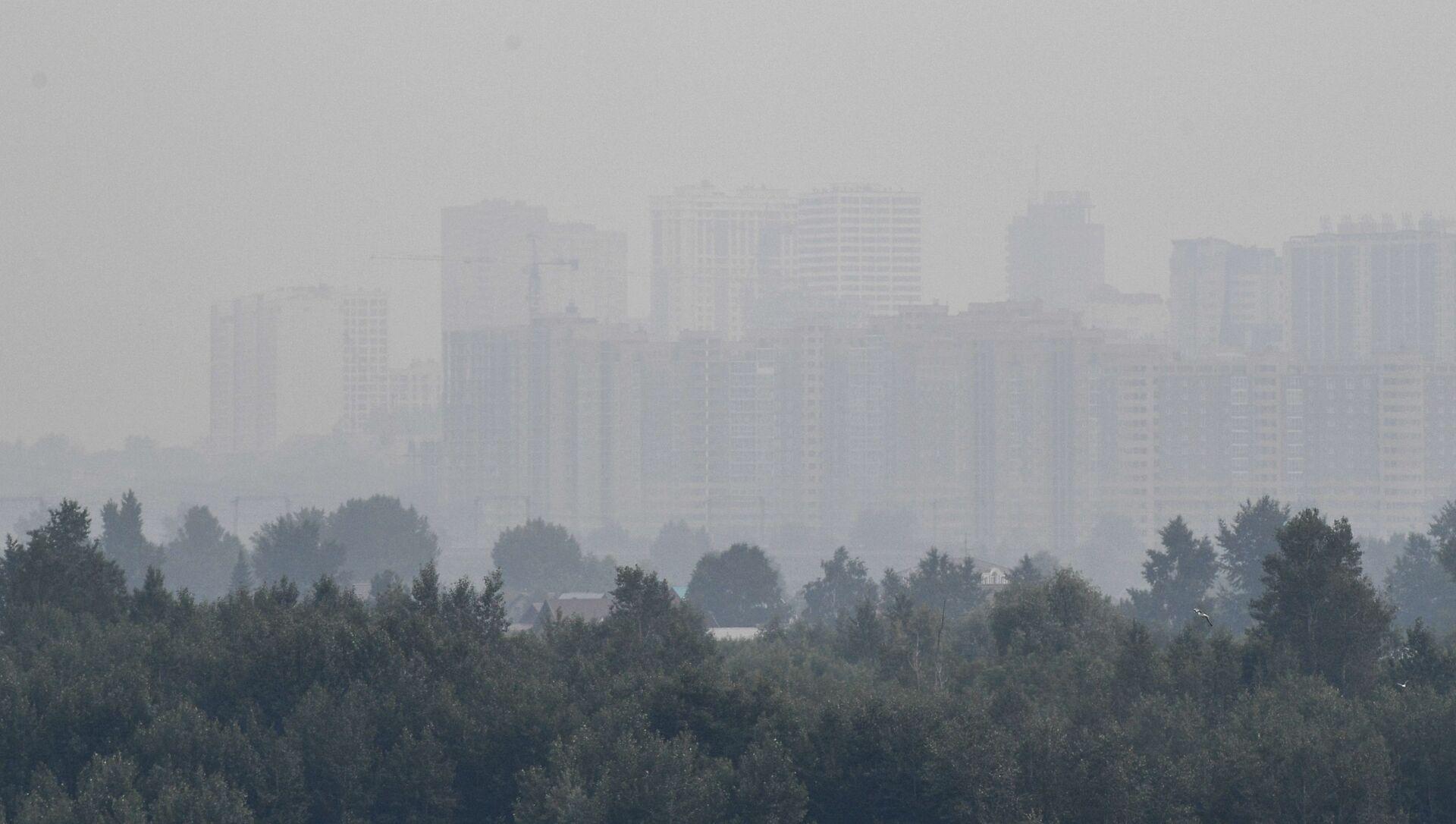 Smog w Nowosybirsku spowodowany pożarami lasów w Kraju Krasnojarskim - Sputnik Polska, 1920, 15.06.2021