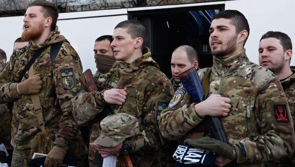Żołnierze sił specjalnych przed wysłaniem na południowy wschód Ukrainy. Zdjęcie archiwalne - Sputnik Polska