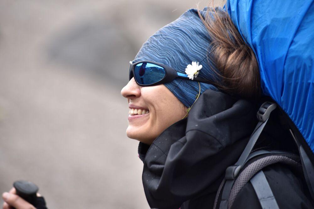 Dziewczyna podczas wspinaczki na Elbrus