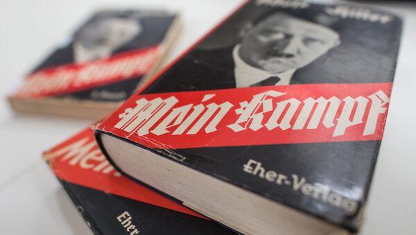 Książka Mein Kampf Adolfa Hitlera - Sputnik Polska