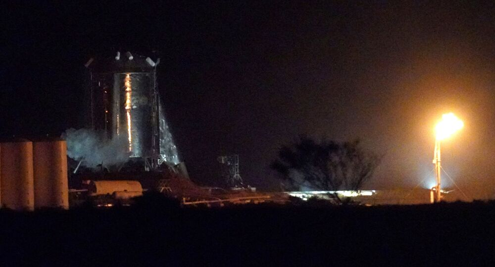 Eksperymentalny statek kosmiczny Starhopper na poligonie testowym w Boca Chica