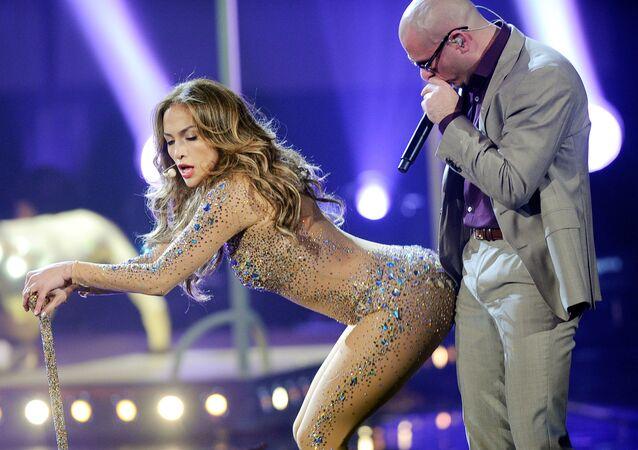 Jennifer Lopez i Pitbull podczas występu na American Music Awards w 2011 roku