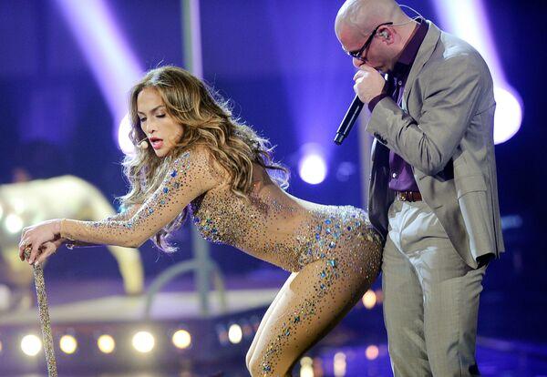 Jennifer Lopez i Pitbull podczas występu na American Music Awards w 2011 roku  - Sputnik Polska