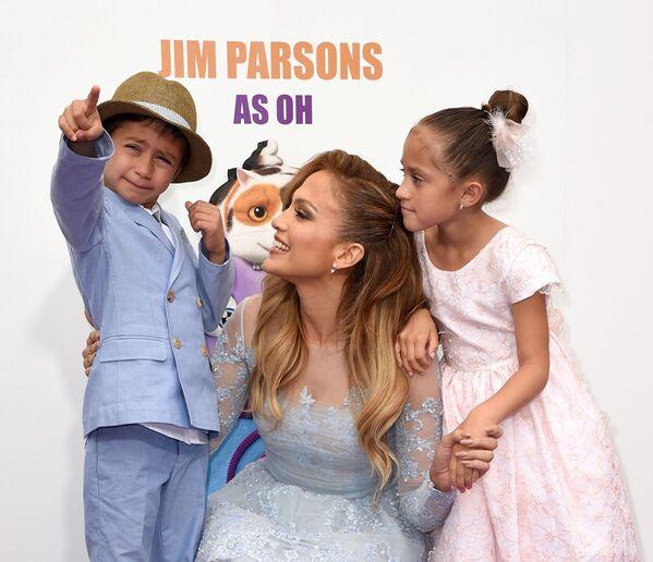 Jennifer Lopez z dziećmi  - Sputnik Polska