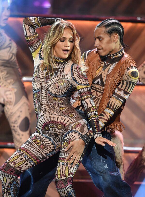 Występ Jennifer Lopez podczas American Music Award w 2015 roku  - Sputnik Polska